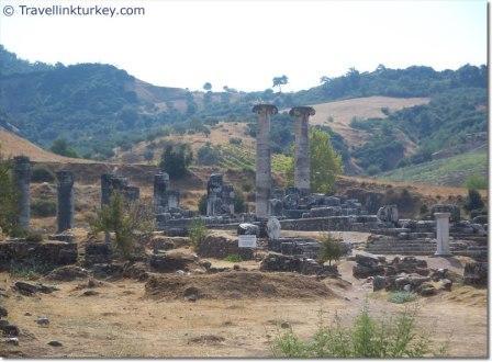 Reruntuhan kuil Artemis di Sardis